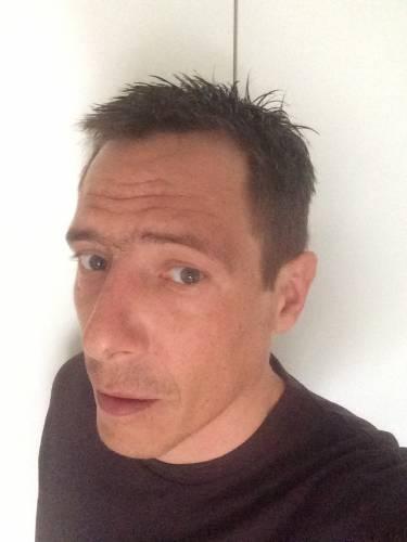 recherche un homme de 45 ans